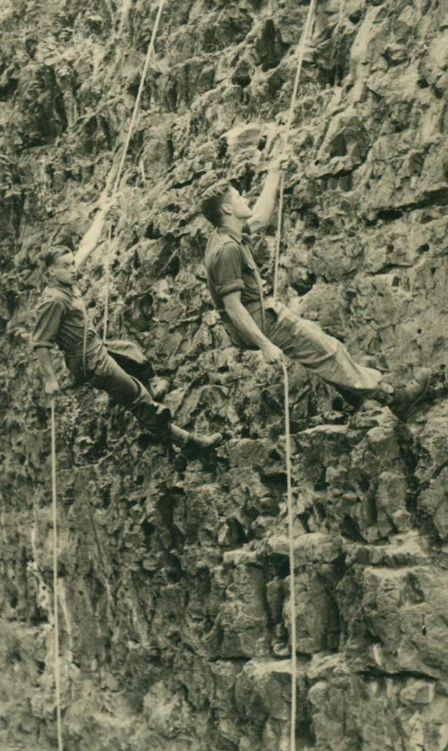 Marche-les Dames en 1950: Les rochers. Albert025-125b028